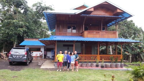 pretty wooden house at Airmadidi