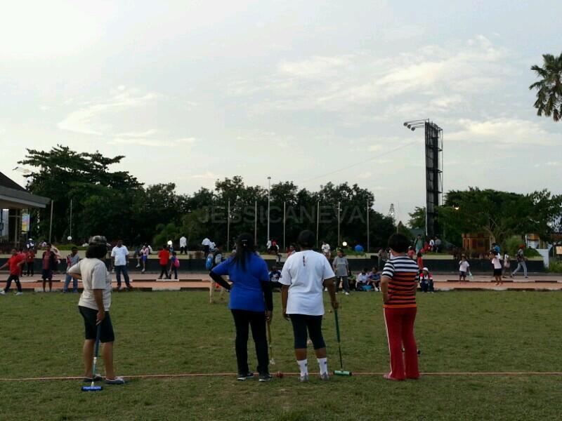 berolahraga di Lapangan Merdeka