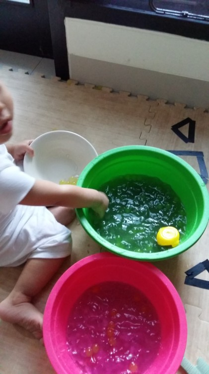15 months old - sensory play with water beads. Learning how to transfer slippery beads.